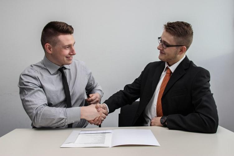 Como fazer entrevista de emprego com os candidatos